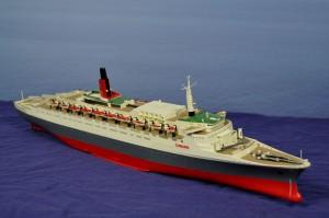 RMS Queen Elizabeth 2 (1:450)