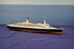 RMS Queen Elizabeth 2 (1:600)